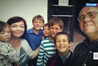Отец пятерых детей требует анализ ДНК у неверной жены