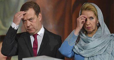 Дмитрий Медведев перестал носить обручальное кольцо